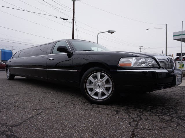 Pre Owned 2007 Lincoln Town Car Executive Sedan In Lynchburg P4979